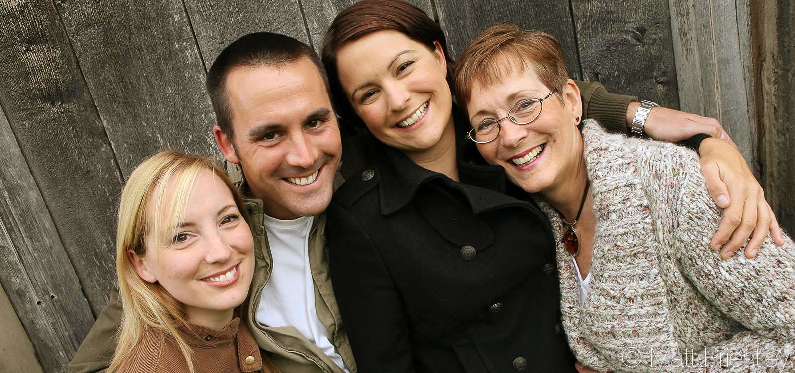 Family-portrait-photography-nr-Altrincham-by-local-photographer-Matt-Priiestley-2