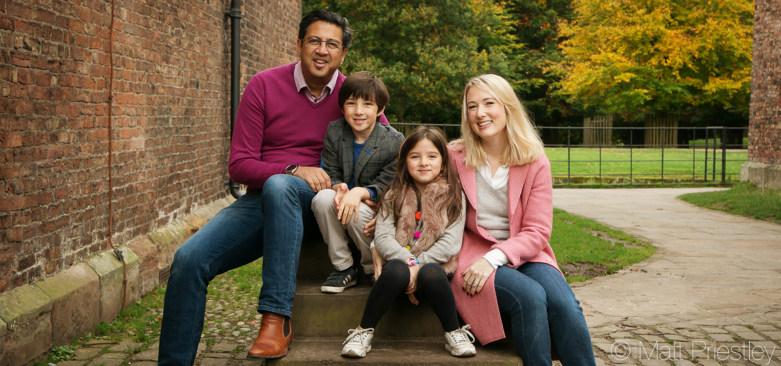 Family-portrait-photography-nr-Altrincham-by-local-photographer-Matt-Priiestley-5-1
